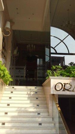Orange Hotel: Entry