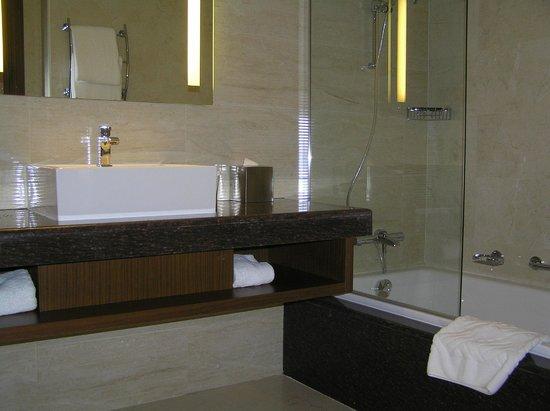 DoubleTree by Hilton Resort & Spa Marjan Island: Bathroom