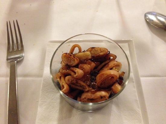 Ristorante Il Calcagnino : Calamaro con perle di aceto... sfiziosissime!