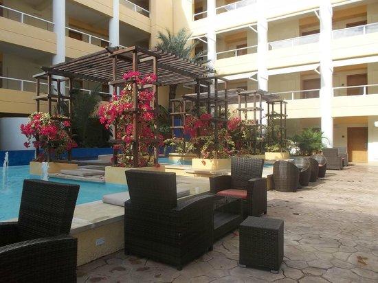 Hesperia Playa El Agua : Hermosa vegetacion, dentro y fuera del hotel
