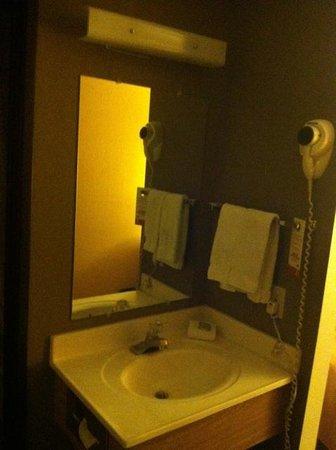 Super 8 Las Vegas Strip Area at Ellis Island Casino: Sink area