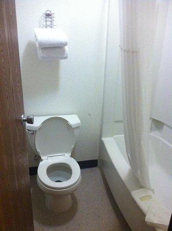 Ellis Island Hotel Las Vegas: Bathroom