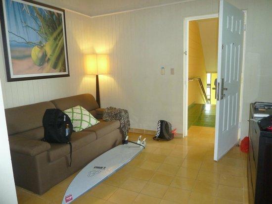 Playa Tortuga Hotel & Beach Resort: estar con sofa cama
