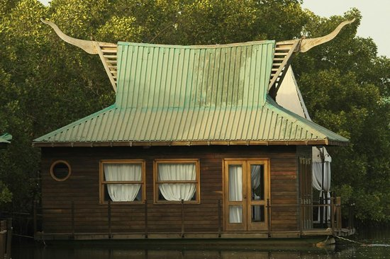 Mandina River Lodge: In need of a little TLC