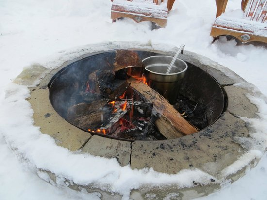 Taboo Muskoka Resort: Cooking up some fresh maple taffy by the fire
