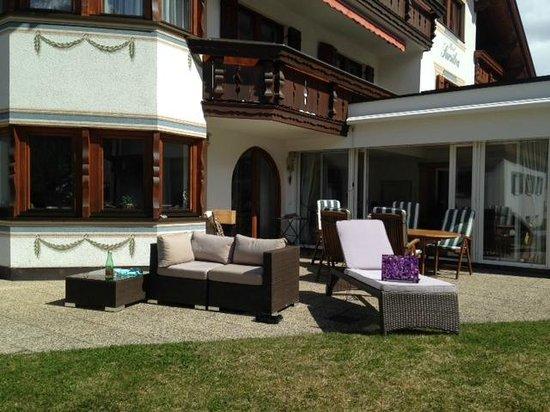 Hotel Sursilva : Outdoor sitting area