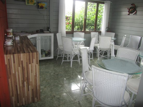 Pousada do Bita: buffet breakfast area