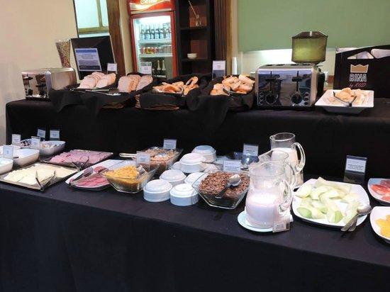 Tritone Hotel: Café da manhã