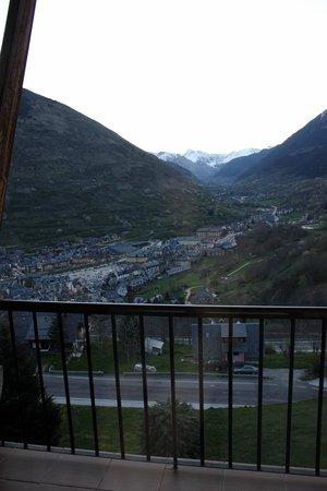 Parador De Vielha : Vistas al valle desde habitación del cuarto piso