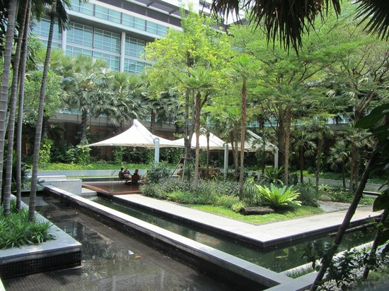 Pullman Bangkok King Power : Courtyard