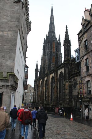 Edinburgh Tour Guide: Walking with Bill down the picturesque streets of Edinburgh