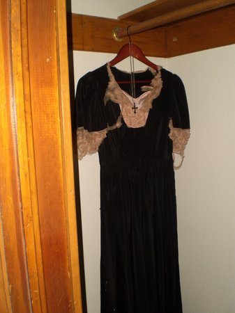 Hotel Vendome: Annie's Dress