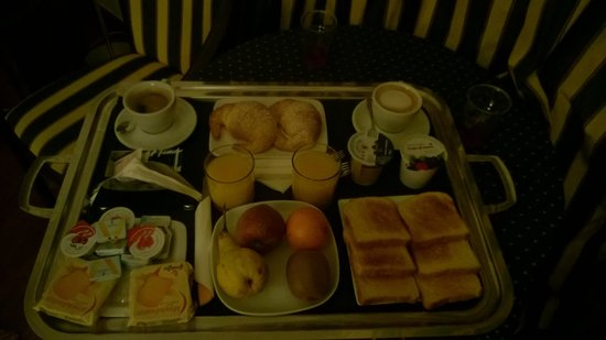 Inn Rome Rooms & Suites: Breakfast