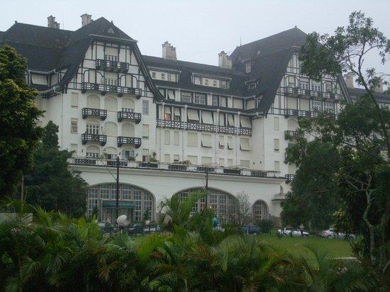 Vista do Palacio Quitandinha do inerior da Churrascaria Lago Sul.
