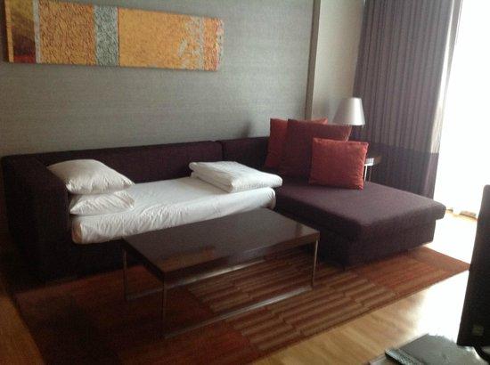 Pullman Bangkok King Power: bedding for third person