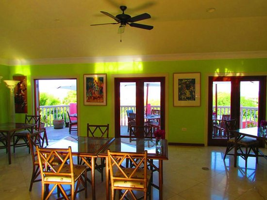 The Villas at Sunset Lane : Dining area with view to Terrace