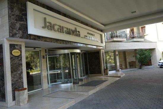 Jacaranda Club & Resort: Главный вход.