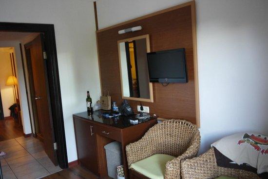 Jacaranda Club & Resort: Одна из комнат номера фемили.