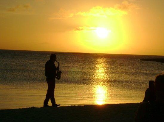 Melia Buenavista: Cérémonie du coucher de soleil avec musique de saxophone