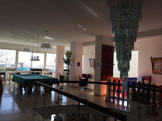 Hotel Caesar: Zona bimbi e anticamera ristorante