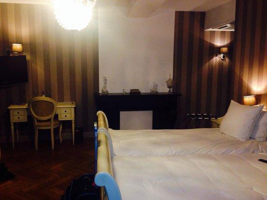 Hotel Bigarre: Room