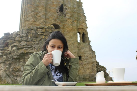 Scarborough Castle: sipping hot tea
