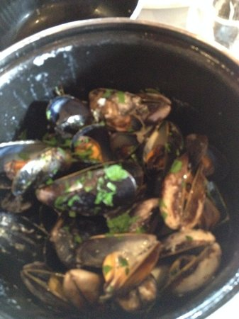Brasserie Blanc : LOCH FYNE ROPE-GROWN MUSSELS, Marinières with white wine