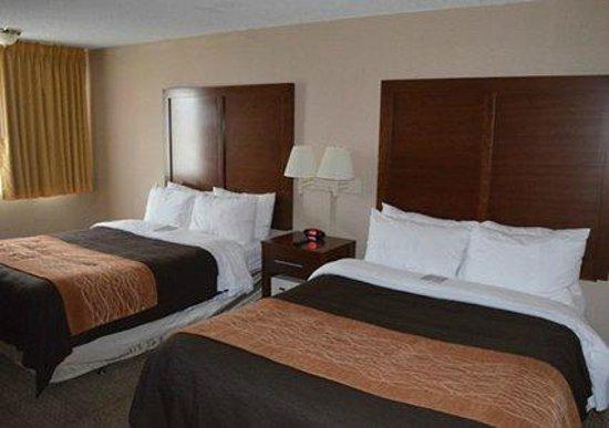 Comfort Inn & Suites West: Two Queens