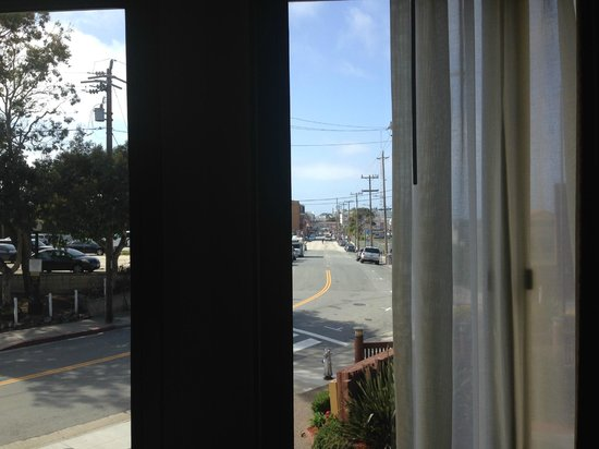 Monterey Plaza Hotel & Spa: view from our room of the Cannery