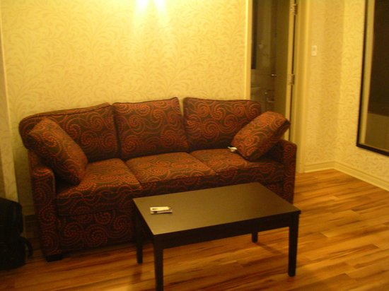 Best Western Plus Montreal Downtown-Hotel Europa : Sofa