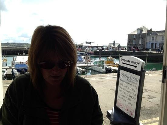 Cherry Trees Coffee House: Overlooking the beautiful harbour