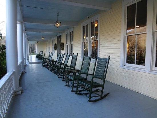 Balsam Mountain Inn & Restaurant: The front porch
