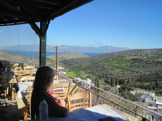 Flora Taverna : Lunchtime at Flora's, looking east toward Naxos