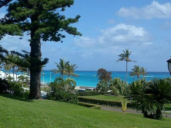 Elbow Beach, Bermuda : View of the beach area from my room
