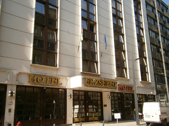 Hotel Erzsebet City Center : l'ingresso su Karolyl utca