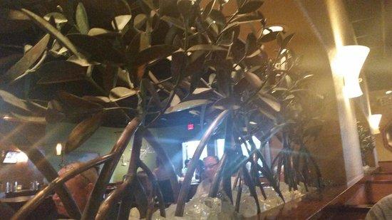 Bonefish Grill : Metal decor