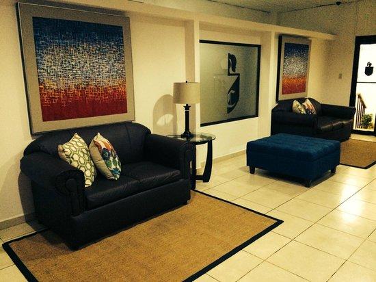 Hotel Residencial Cervantes: Cuadros sala común