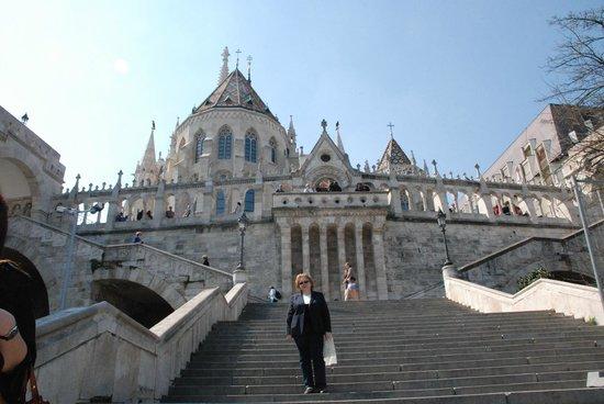 Carlton Hotel Budapest: Если спуститься по лестнице-через 3 минуты будете в отеле