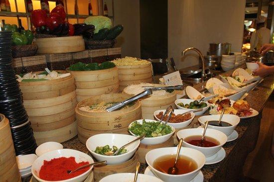 Tides at Shangri-La's Mactan Resort & Spa: asian courses
