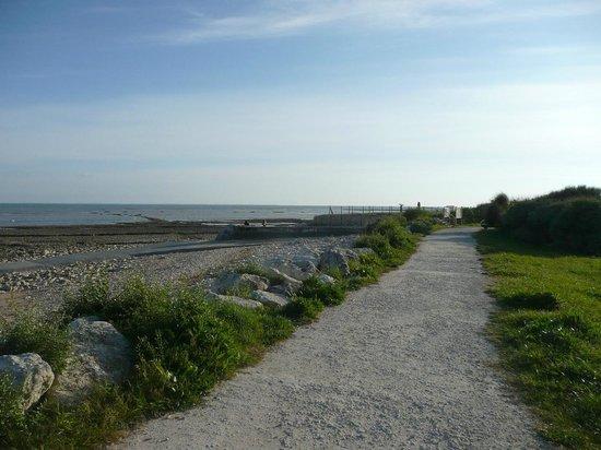 Atalante Relais Thalasso : Chemin de promenade