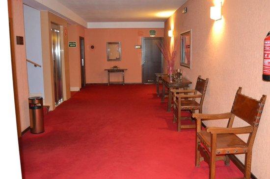 Hotel Don Paco: Sala acceso habitaciones