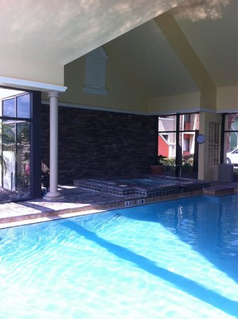 Legacy Vacation Resorts: The pool and hot tub at the oaks