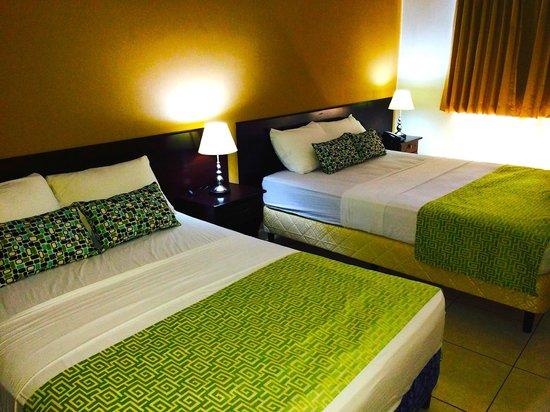 Hotel Residencial Cervantes: Habitación triple remodelada