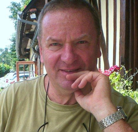 La Cressonnière : sur la terrasse devant le restaurant