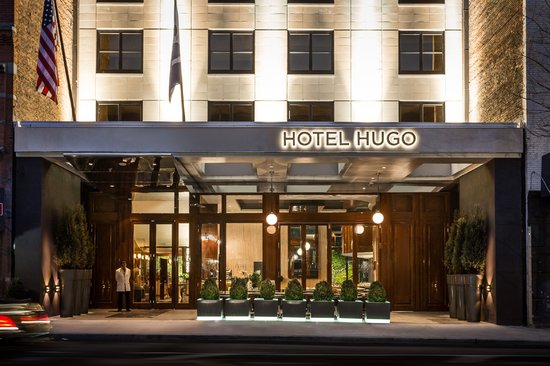 Hotel Hugo: Main Entrane and Outdoor Dining
