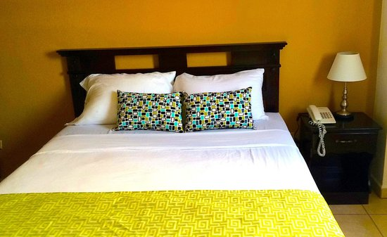 Hotel Residencial Cervantes: Habitación sencilla remodelada