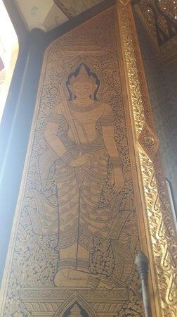 Temple of the Golden Buddha (Wat Traimit): side door of the temple