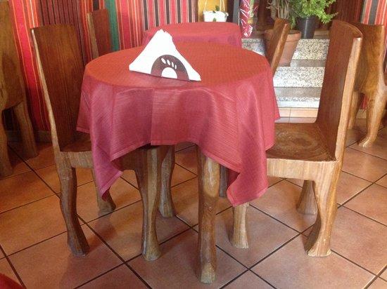 Africa - Ristorante Tipico Etiopico-Eritreo : Le sedie e il tavolo che si trovano all'interno del locale! Molto particolari!