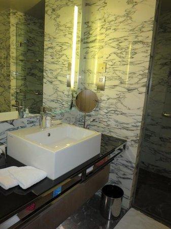 Belgraves, a Thompson Hotel: sink