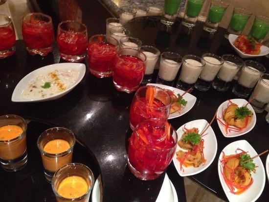 Premier Le Reve Hotel & Spa (Adults Only): Gala Dinner! Mir haben von den riesigen Auswahl an Speisen die der indischen Küche am besten ges